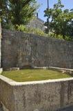 Stenspringbrunn på väggen Royaltyfri Bild