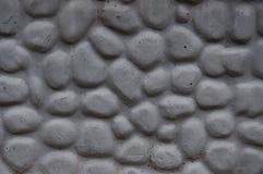 Stenstaket med runda dekorativa stenar Arkivfoto