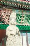 Stenstaty av Gwanseeum-bosal på den Sanbangsa templet Också bekant Arkivbilder