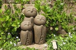 Stenstaty av tre le Jizo Nagomi Jizo, Hasedera tempel, Kamakura, Japan arkivfoto