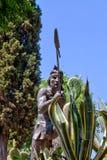 Stenstaty med kaktuns i förgrund arkivbilder