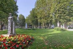 Stenstatyn av Ivan Mazuranic i Zrinjevac parkerar i Zagreb, Croa royaltyfria foton