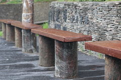 Stenstol som väntar på bussstationen Royaltyfri Fotografi
