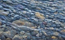Stentapet, pilbågeflod, natur Royaltyfria Foton