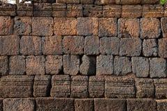 Stentextur, gammal historisk lateritevägg Arkivbilder