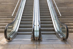 Stentrappa med hissen Royaltyfria Foton