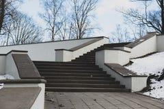 Stentrappan i staden parkerar arkivfoton