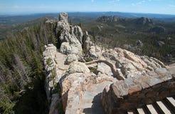 Stentrappuppgång som leder ner från torn för utkik för Harney maximumbrand i Custer State Park fotografering för bildbyråer