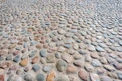 Stentrottoartextur Abstrakt bakgrund av kullerstentrottoar Kullerstentextur - hård trottoar, en sort av trottoar Arkivfoton