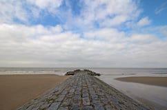 Stenväg, strand och hav Arkivbilder