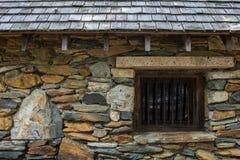 Stenvägg av den gamla arresten Arkivfoto