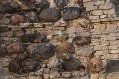 Stenvägg av en forntida kloster royaltyfri bild