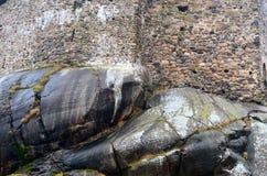 Stenvägg av en medeltida slott Arkivfoton