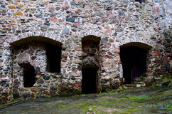 Stenvägg av en medeltida slott Arkivfoto