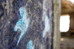 Stenvägg med fågeln Royaltyfri Foto