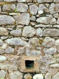 Stenvägg med hålet Arkivbilder