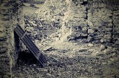 Stenvägg med staketet Arkivfoton