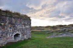 Stenvägg på den steniga ön Royaltyfria Bilder
