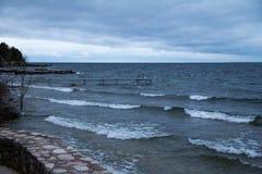 Stenvägg på Shoreline för Lake Michigan ` s i Door County, WI Royaltyfria Foton