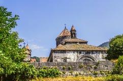 Stenvägg som förbiser klosterkomplexet i byn av Haghpat i Armenien Royaltyfri Bild