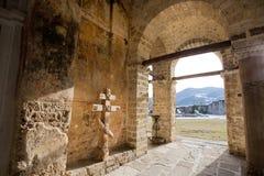 Stenväggar av den 13th århundradekloster Arkivbilder