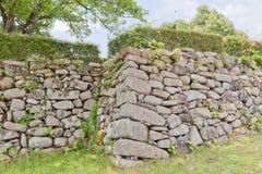Stenväggar av Tanabe rockerar i Maizuru, Japan Royaltyfria Bilder