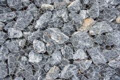 Stenväggar i netto förhindrar jordskred royaltyfria foton