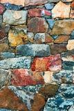 Stenväggen texturerar bakgrund Gammalt utomhus- vaggar yttersida av en medeltida fästning Naturlig lantlig modell för närbild Royaltyfria Foton