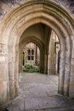 Stenvalvgång i brunnar, Somerset royaltyfria bilder