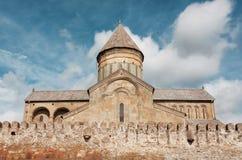 Stenväggar på den historiska Svetitskhoveli domkyrkan som byggs i det 4th århundradet, Georgia Lokal för Unesco-världsarv Arkivbild