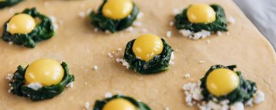 Step by step the chef prepares ravioli with ricotta cheese, yolks quail eggs and spinach with spices. The chef prepares the fillin. G on the dough Stock Photos