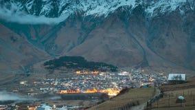Stepantsminda, Georgia Ландшафт сельской местности на выравнивать nighttime на предпосылке горы в районе Kazbegi, Грузии сток-видео
