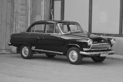 Stepantsminda, Georgia - 11 de mayo de 2015: El coche soviético Volga Imagen de archivo