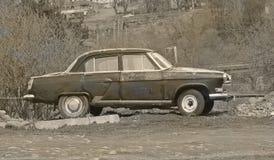 Stepantsminda, Georgia - 11 de mayo de 2015: El coche soviético Volga Foto de archivo