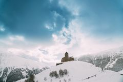 Stepantsminda, Gergeti, Geórgia Trindade famosa Tsminda de Gergeti imagem de stock