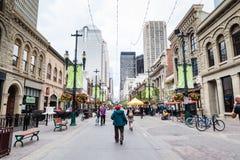 Stephen Avenue histórico en Calgary céntrica Foto de archivo libre de regalías