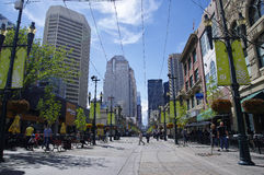 Stephen Avenue i i stadens centrum Calgary, Alberta, kan Arkivfoto