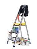Stepladder con las latas y los cepillos de la pintura Fotos de archivo