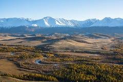 Steppa di Kurai e cresta delle montagne di Altai, Repubblica di Nord-Chui di Altai Fotografie Stock Libere da Diritti