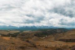 Steppa di Kurai e cresta di Nord-Chui fotografia stock libera da diritti