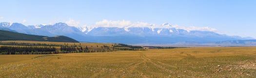 Steppe de Chuya Vue de la chaîne de Severo-Chui Montagne Altai photos stock