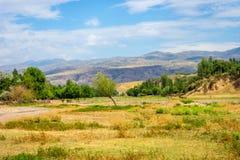 Steppe und Hügel in ländlichem Kasachstan Lizenzfreie Stockfotos