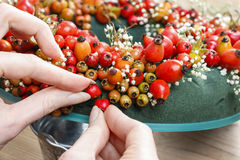Steps of making door wreath with rose hip, hawthorn and rowan be Royalty Free Stock Photography