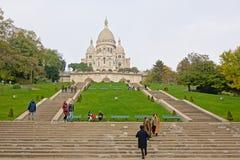 Stepss που καταλήγει στη βασιλική της ιερής καρδιάς του Παρισιού στοκ εικόνα με δικαίωμα ελεύθερης χρήσης