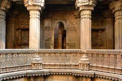 Stepwell do ni Vav de Dada Hari em Ahmadabad, Índia foto de stock royalty free