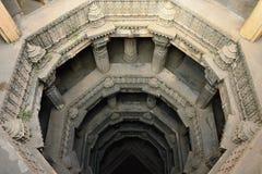 Stepwell för Dada Hari ni Vav i Ahmadabad, Indien royaltyfri bild