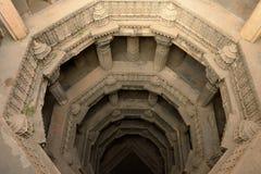 Stepwell för Dada Hari ni Vav i Ahmadabad, Indien arkivbild