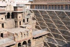 Stepwell gigante del abhaneri en Rajasthán, la India Fue construido por rey Chanda de la dinastía de Nikumbha entre 800 - 900AD imagen de archivo libre de regalías
