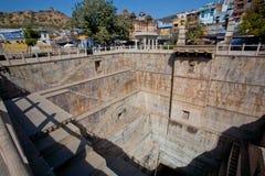 Stepwell gigante en el estilo arquitectónico de Rajasthán Foto de archivo