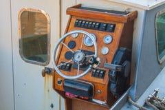 Ster łódź, rocznik nawigaci drewniany panel z kierownicą Obrazy Stock